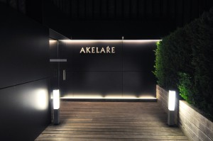 akelare akelaŕe entrance