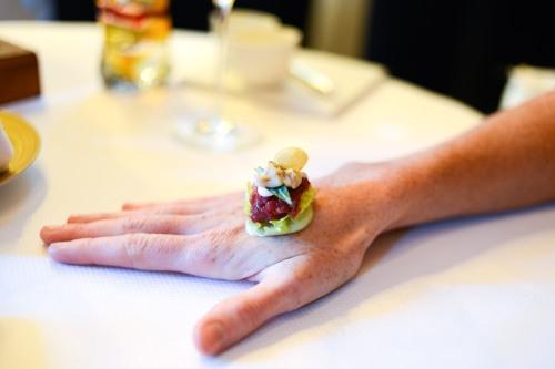 de librije beef tartare hand plating